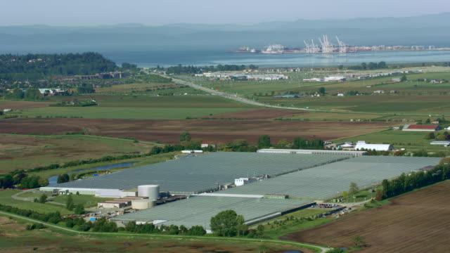 vídeos y material grabado en eventos de stock de aerial view of the boundary bay - perspectiva desde un helicóptero