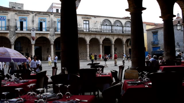 stockvideo's en b-roll-footage met view of the cathedral plaza from el patio restaurant in old havana - cuba