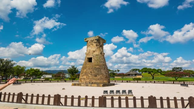 view of the cheomseongdae observatory(it is the oldest existing astronomical observatory in asia) and tourists in gyeongju-si - 復元する点の映像素材/bロール