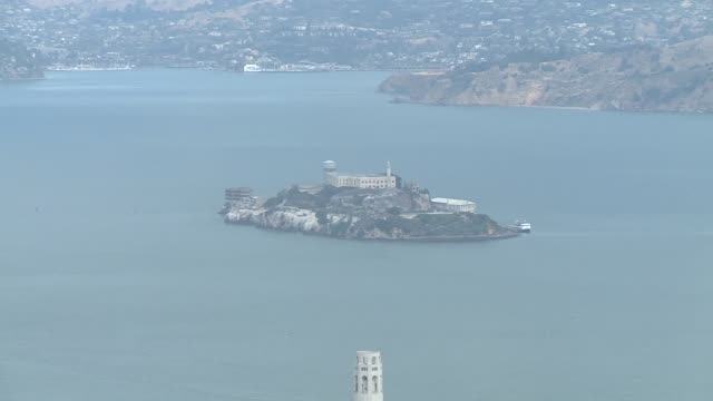 view of the city of san fransisco and it's famous landmarks from the salesforce tower - alcatraz island stock videos & royalty-free footage
