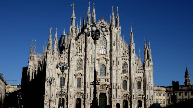 a view of the duomo di milano milan's magnificent gothic cathedral is one of the world's largest churches - cattedrale video stock e b–roll