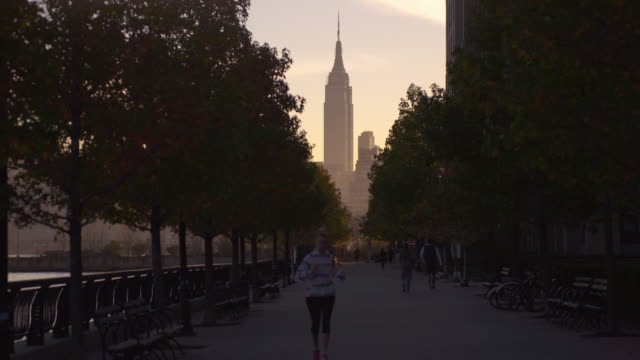 vídeos y material grabado en eventos de stock de view of the empire state building from north hoboken - corredora de footing