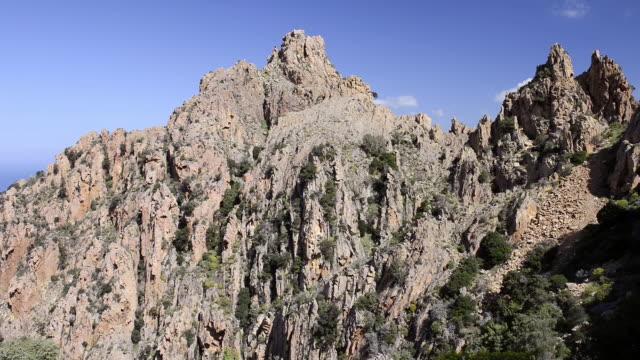 ws view of the fantastic rock landscape of the calanche of piana, unesco world heritage site / gulf of porto, corsica, france - ピアナ点の映像素材/bロール