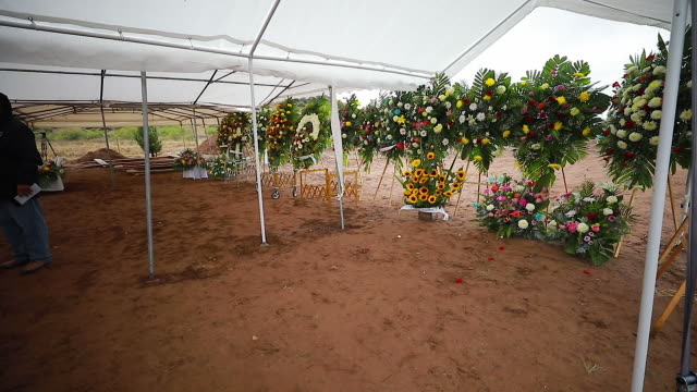 view of the flower arrangements prior the funeral held for ronhita maria miller and their sons on november 08, 2019 in le barón, mexico. three... - northern mexico stock videos & royalty-free footage