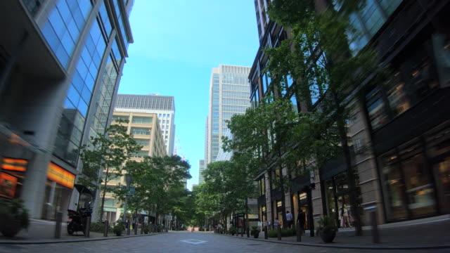 view of the fresh green nakadori in marunouchi, tokyo - marunouchi stock videos & royalty-free footage