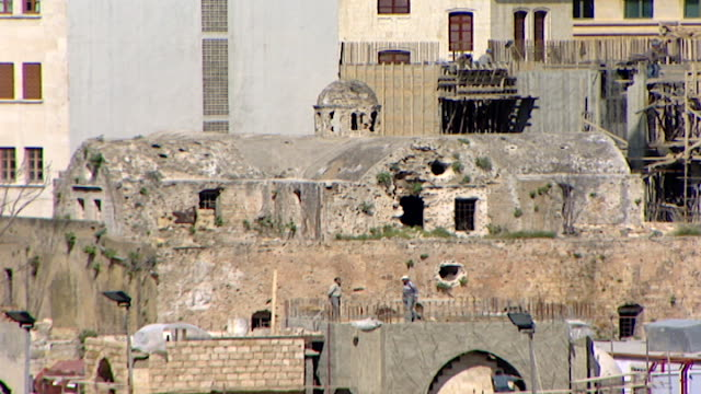 vidéos et rushes de view of the heavily war-damaged saint elias greek catholic cathedral, off nejmeh square, in downtown beirut. during its restoration a roman peristyle... - byzantin