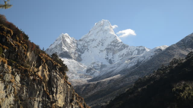 ws view of the himalayas with mount everest region / mount everest, khumbu, nepal  - khumbu stock videos & royalty-free footage