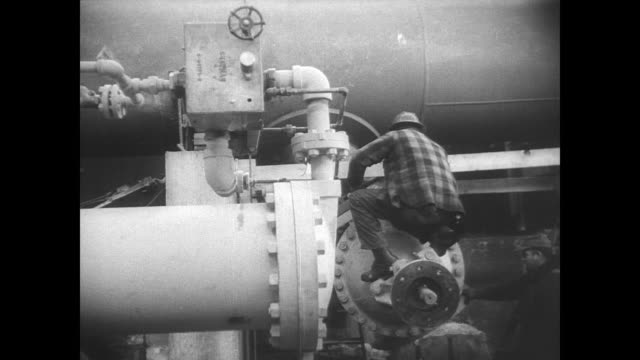 vídeos de stock e filmes b-roll de view of the hudson river in new york in winter / pumping station 60 miles north of the city / man worker around the giant water pipes inside new... - chelsea manhattan