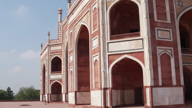 a view of the humayun's tomb in new delhi - tomb stock videos & royalty-free footage