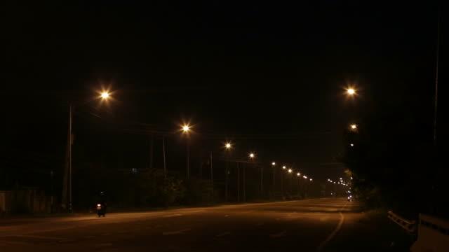 通りのランタン ライトのビュー。 - electric lamp点の映像素材/bロール