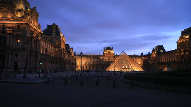 view of the louvre pyramid at dusk without any tourists, the louvre museum which remains closed because of covid19 on january 7, 2021 in paris,... - atmospheric mood stock videos & royalty-free footage