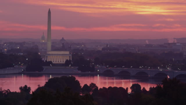 t/l ws ha view of the mall illuminated at sunrise / washington dc, usa - リンカーン記念館点の映像素材/bロール