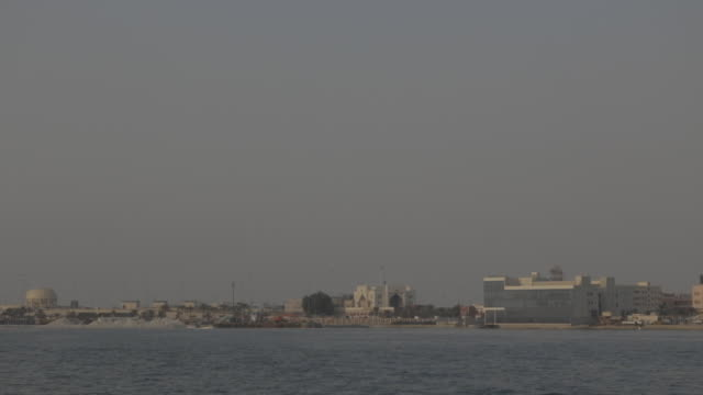 view of the manama coastline from muharraq. - ペルシャ湾点の映像素材/bロール