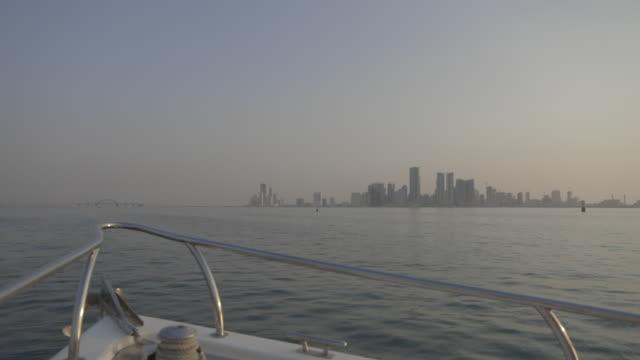view of the manama skyline and the sheikh khalifa bin salman causeway. - ペルシャ湾点の映像素材/bロール