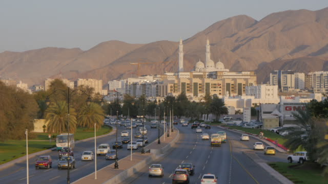 view of the mohammed al ameen mosque and traffic on sultans qaboos street, muscat, oman, middle east - oman stock-videos und b-roll-filmmaterial
