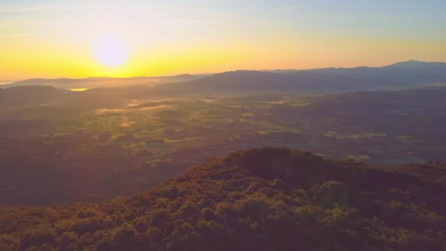 夕暮れ時のナノス高原の空中写真 - 梢点の映像素材/bロール