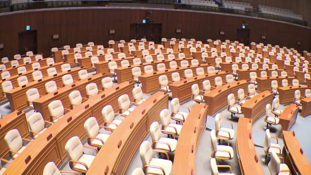 vídeos de stock e filmes b-roll de view of the national assembly plenary chamber in seoul, south korea - política