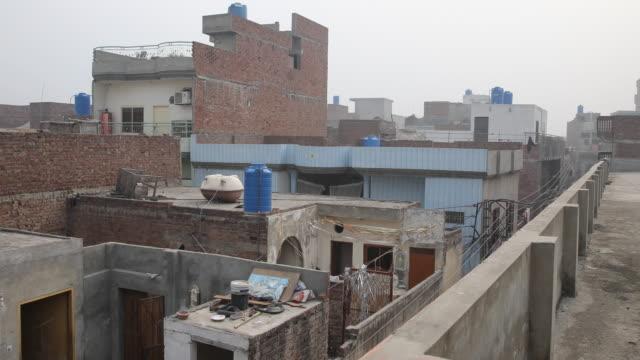 view of the neighborhood from a roof top - punjab pakistan bildbanksvideor och videomaterial från bakom kulisserna