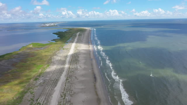 vídeos y material grabado en eventos de stock de view of the newly restored caminada headland, a 13-mile-long barrier island system that buffers the louisiana coast from tropical storms and surge,... - restaurar