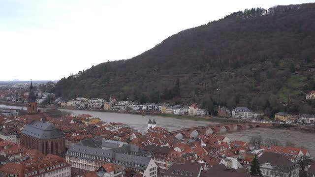 ハイデルベルク旧市街の眺め - ハイデルベルク城点の映像素材/bロール