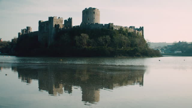 stockvideo's en b-roll-footage met ws view of the pembroke castle during the day / pembroke, wales, united kingdom - pembrokeshire