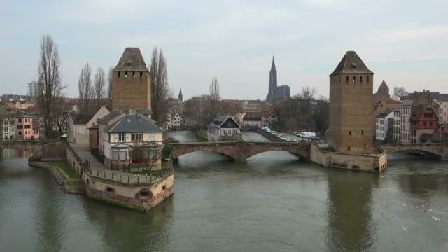 view of the river ill with ponts couverts and cathedral, grande ile, unesco world heritage site, strasbourg, alsace, grand est, france, europe - arch bridge stock videos & royalty-free footage