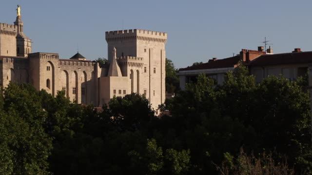 vidéos et rushes de view of the roofs of the city of avignon. - monument