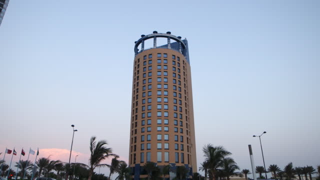 view of the rosewood hotel in jeddah. - jiddah点の映像素材/bロール