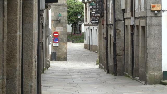 vídeos y material grabado en eventos de stock de view of the santiago de compostela streets during the coronavirus pandemic. - galicia