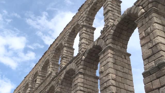 view of the segovia aqueduct during the coronavirus pandemic. - segovia stock videos & royalty-free footage