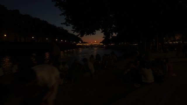 vidéos et rushes de view of the seine after sunset - eau dormante