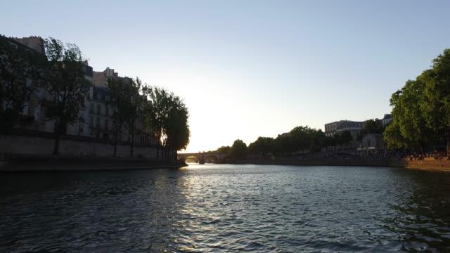 view of the seine at sunset - saint louis bildbanksvideor och videomaterial från bakom kulisserna