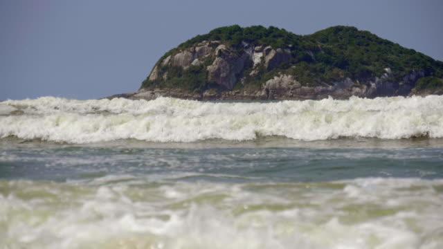 巴拉海灘前的小島嶼景觀。 - 自然奇觀 個影片檔及 b 捲影像