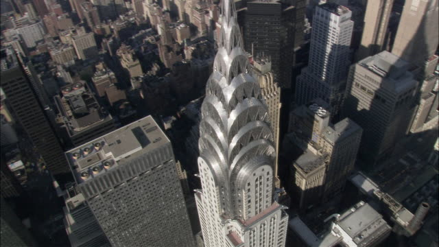 aerial pan view of the spire of the chrsyler building / new york, new york, usa - chrysler building stock-videos und b-roll-filmmaterial