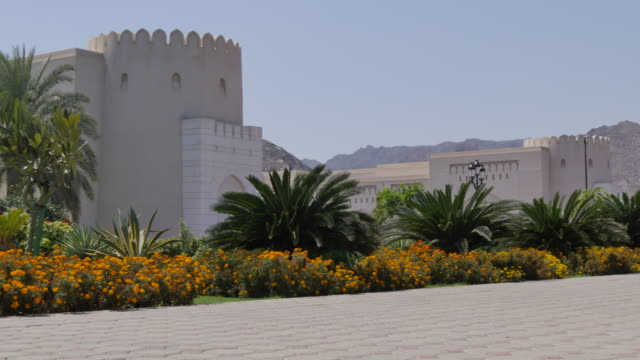 vídeos y material grabado en eventos de stock de view of the sultan's palace, muscat, oman, middle east, asia - omán