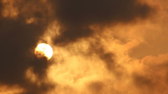 view of the sun with overcast clouds drifting. - controluce video stock e b–roll