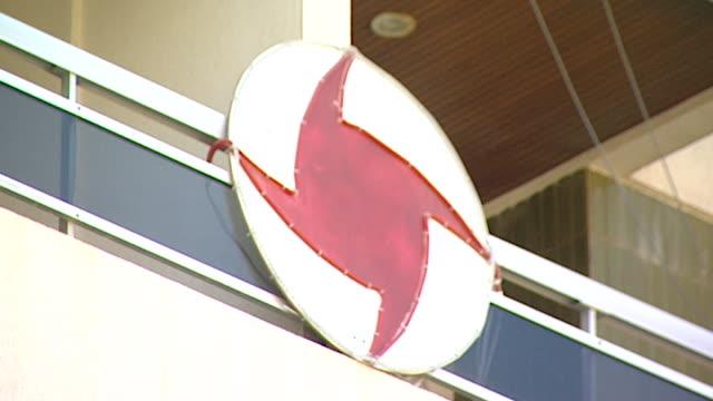 view of the syrian social nationalist party emblem outside their headquarters in simon bolivar street in beirut. the party advocates the... - insignier bildbanksvideor och videomaterial från bakom kulisserna