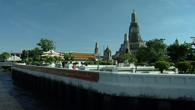 view of the temple complex on the bank of the chao phraya river king rama i moved the temple from the other side of the river - temple building stock videos & royalty-free footage