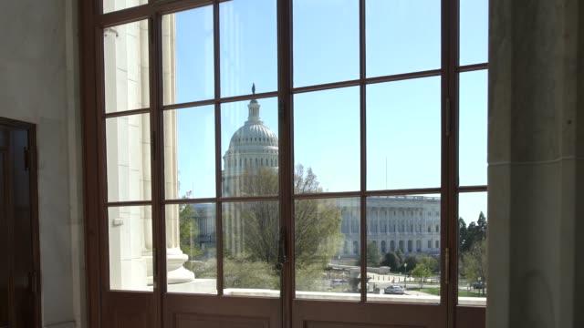 vídeos de stock e filmes b-roll de view of the u.s. capitol from the senate russell office building rotunda in washington, dc - senado dos estados unidos