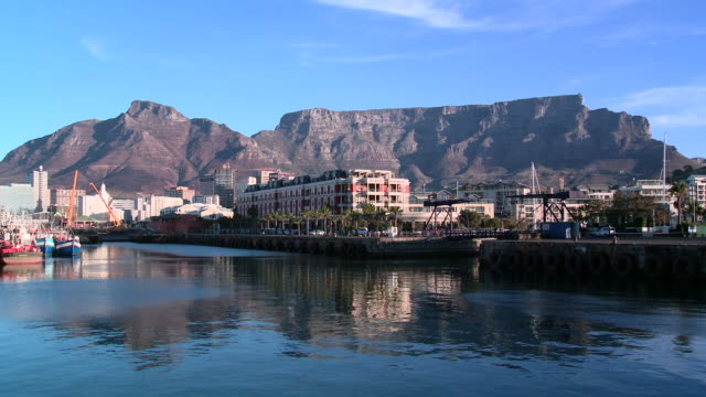 WS view of the Victoria & Alfred Waterfront with Table Mountain in background, Cape Town, South Africa
