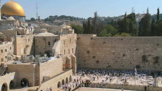vidéos et rushes de ws zo view of the western wall in the old city of jerusalem / jerusalem, judea, israel - place