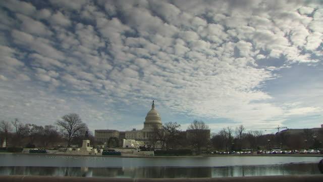 vídeos y material grabado en eventos de stock de view of the white house from across the potomac river - río potomac