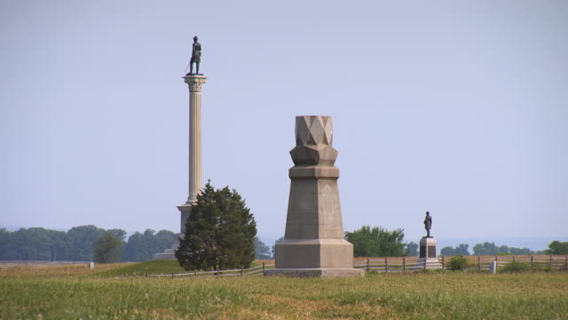 ws view of three different monuments to vermont infantry at gettysburg national military park / gettysburg, virginia, united states - infantry stock videos & royalty-free footage