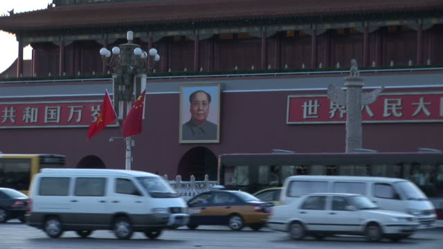 view of tiananmen square gate in beijing china - mao tse tung video stock e b–roll