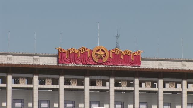 view of tiananmen square in beijing china - 中国国家博物館点の映像素材/bロール