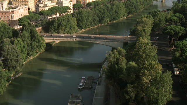 ws aerial view of tiber river in front of city / rome, italy - ponte video stock e b–roll