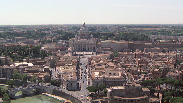 ws aerial view of tiber river with st peter basilica and castle of saint angelo / rome, italy - イタリア ローマ点の映像素材/bロール