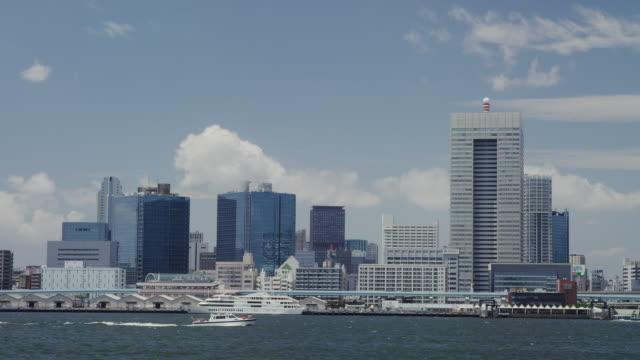 view of tokyo bay from harumi - 高層ビル点の映像素材/bロール