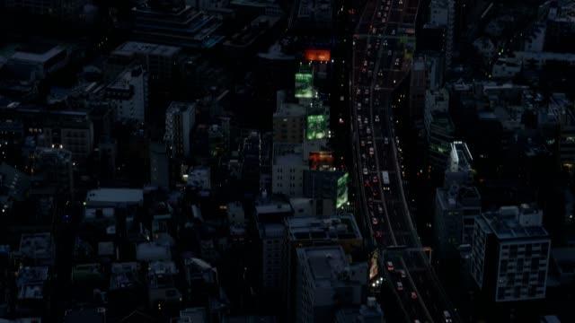 vídeos de stock, filmes e b-roll de vista da paisagem urbana de tóquio no crepúsculo com o monte fuji no fundo - ponto de observação