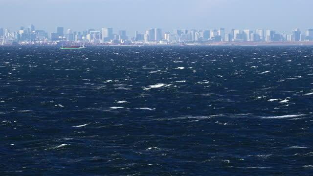 vídeos y material grabado en eventos de stock de vista de tokio sobre el mar tormentoso - pasear en coche sin destino